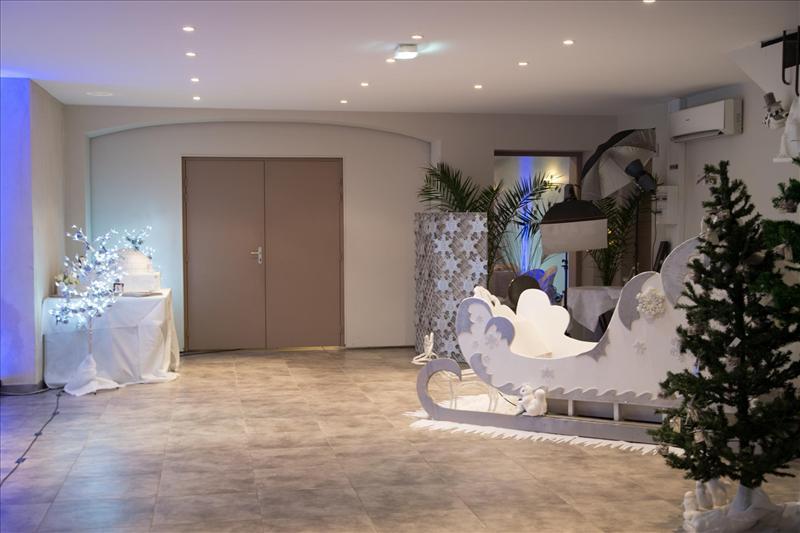Location Salle De Reception Avec Table Ronde Et Chaises Incluses Marseille 13 Bouches Du Rhone